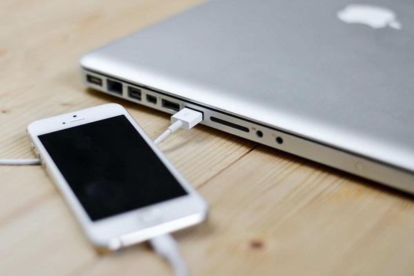 iPhoneからMacにデータを同期する